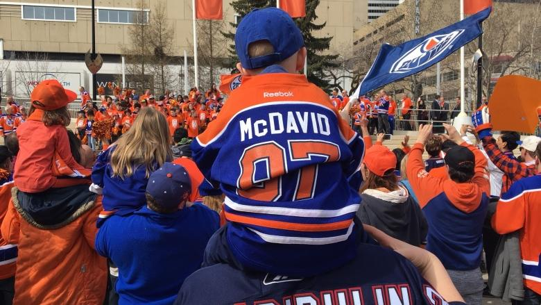 'Is it real?': Fans at Oilers rally celebrate return of playoff experience