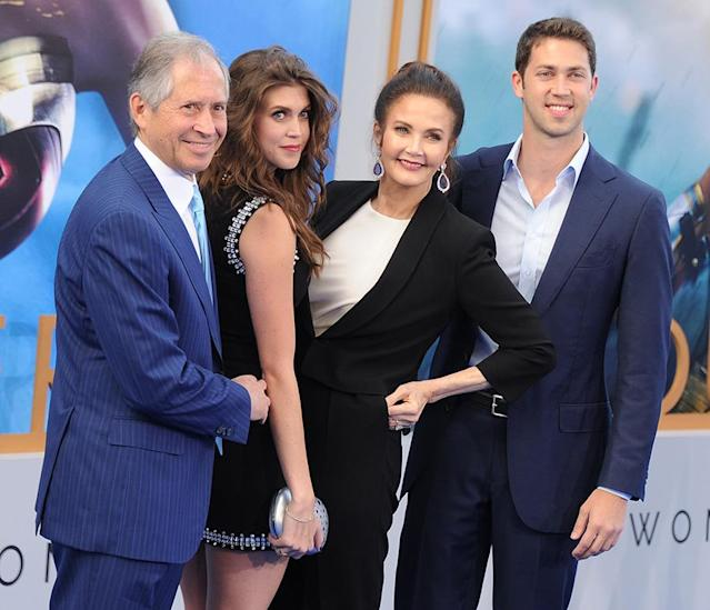 <p>Lynda Carter with her husband Robert A. Altman and children Jessica Altman and James Altman. (Photo: Gregg DeGuire/WireImage) </p>