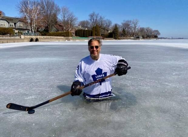 Whether it's a big porch in the summer, or a rink in the winter, Rob (pictured here in a jersey poking fun at the Toronto Maple Leafs) is always finding ways to entertain those in his community. (Submitted by Karl Hunger - image credit)