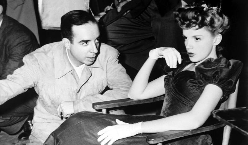 Vincente Minnelli and Judy Garland on the 'Meet Me in St. Louis' set. The two would later marry in 1945. (Photo: Courtesy Everett Collection)