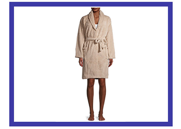 Cozy up in this gorgeous robe. (Photo: Walmart)