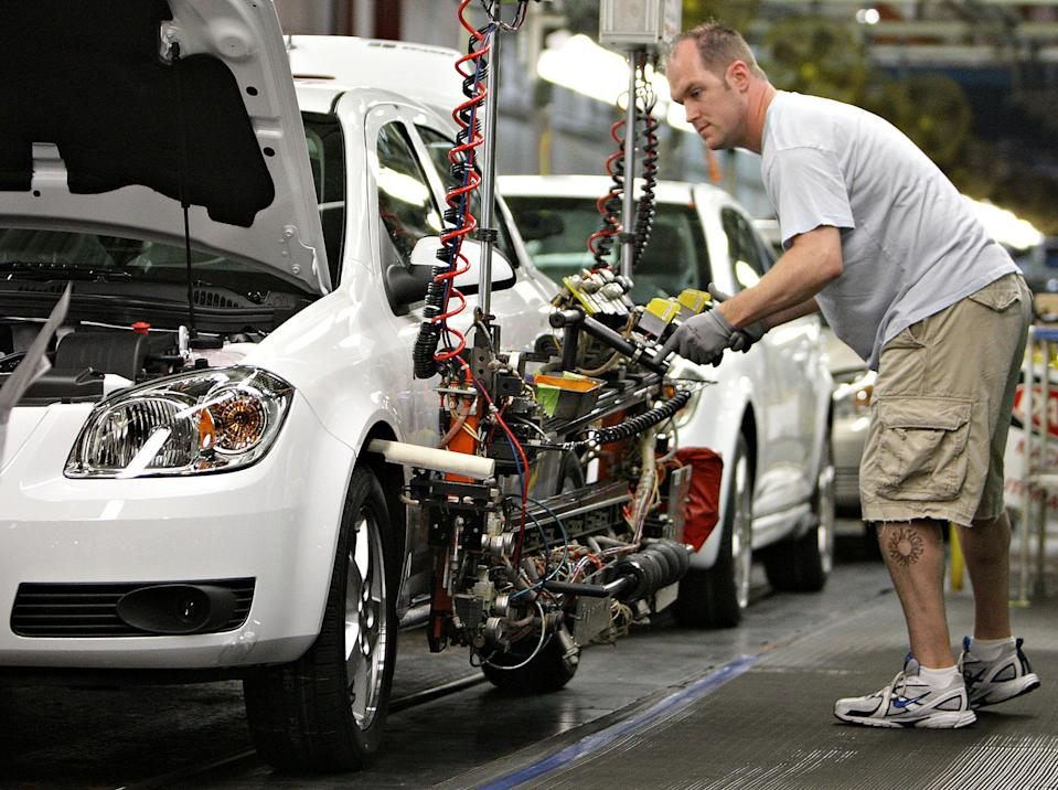 Brandon Depp, of Boardman, works on the Chevrolet Cobalt on the production line at a General Motors assembly plant Thursday, Aug. 21, 2008, in Lordstown, Ohio. (Photo: JAY LAPRETE/Bloomberg News)