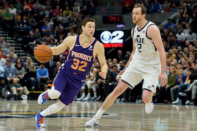 Jimmer Fredette returned to Utah on Monday night with the Phoenix Suns, and was welcomed back with open arms. (Alex Goodlett/Getty Images)