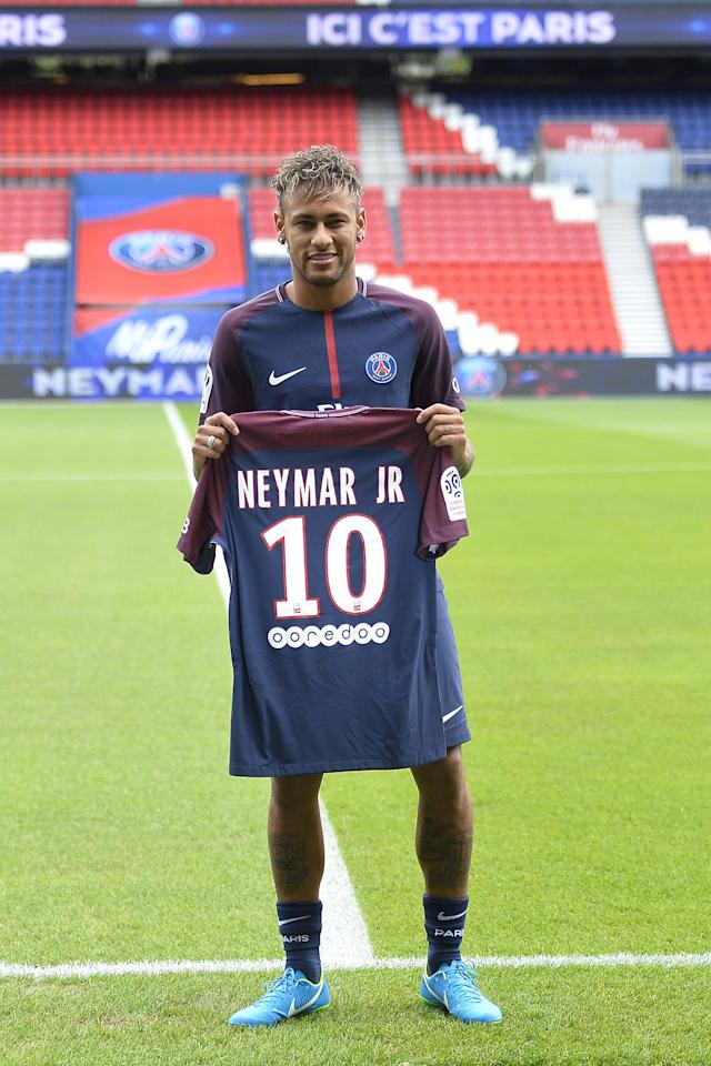 <p><strong>Neymar</strong><br><strong> 2017:</strong> Barcelona to PSG for £198m </p>