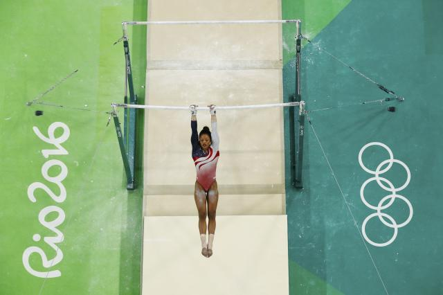 2016 Rio Olympics - Artistic Gymnastics - Final - Women's Team Final - Rio Olympic Arena - Rio de Janeiro, Brazil - 09/08/2016. Gabrielle Douglas (USA) of USA (Gabby Douglas) competes on the uneven bars during the women's team final. REUTERS/Fabrizio Bensch FOR EDITORIAL USE ONLY. NOT FOR SALE FOR MARKETING OR ADVERTISING CAMPAIGNS.