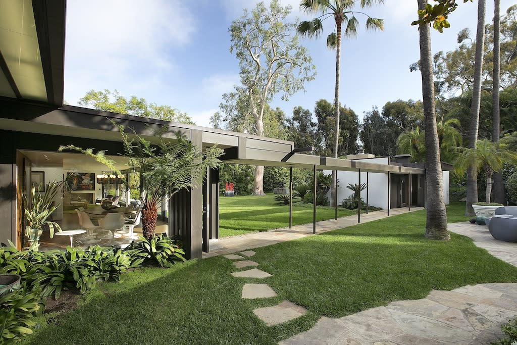 <p>The estate includes The Bailey House, the only Richard Neutra-built Case Study House in existence, which Simon was using as an office complex.</p>