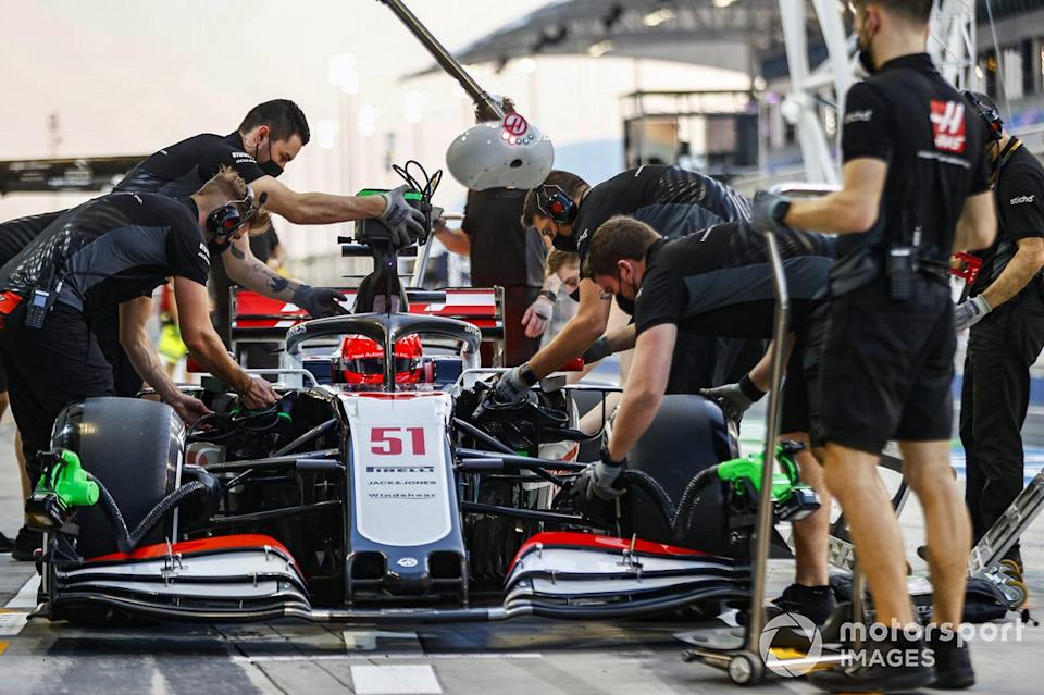 """Pietro Fittipaldi, Haas F1 Haas VF-20 en pits<span class=""""copyright"""">Andy Hone / Motorsport Images</span>"""