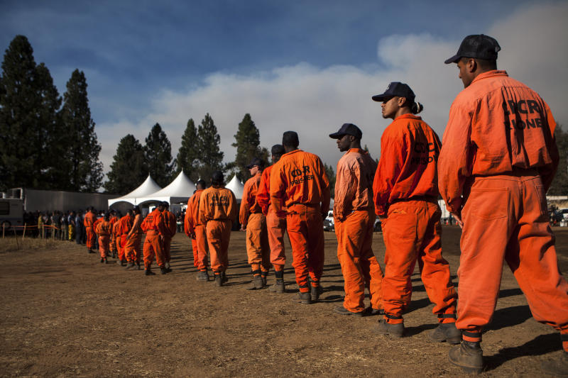 Inmate firefighters line up for dinner at the Rim Fire camp near Buck Meadows, California, August 26, 2013. The fire has burned 160,980 acres on the northwest side of Yosemite National Park. REUTERS/Max Whittaker (UNITED STATES - Tags: ENVIRONMENT DISASTER)