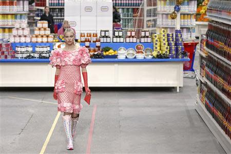 """A model presents a creation by German designer Karl Lagerfeld as part of his Fall/Winter 2014-2015 women's ready-to-wear collection for French fashion house Chanel at the Grand Palais transformed into a """"Chanel Shopping Center"""" during Paris Fashion Week March 4, 2014. REUTERS/Benoit Tessier"""