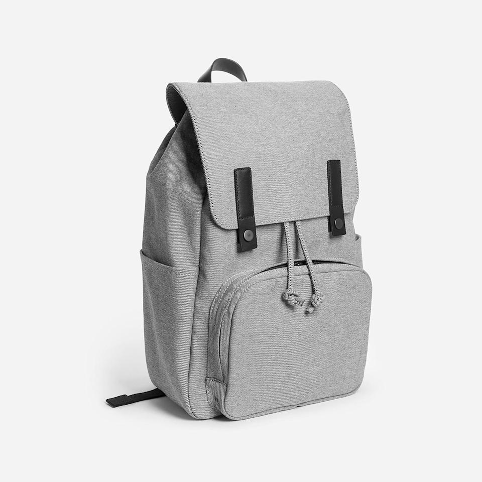 """<p><strong>Everlane</strong></p><p>everlane.com</p><p><strong>$68.00</strong></p><p><a href=""""https://go.redirectingat.com?id=74968X1596630&url=https%3A%2F%2Fwww.everlane.com%2Fproducts%2Fmens-modern-snap-backpack-reverse-denim&sref=https%3A%2F%2Fwww.seventeen.com%2Flife%2Ffriends-family%2Fg27570560%2Fgifts-for-dad%2F"""" rel=""""nofollow noopener"""" target=""""_blank"""" data-ylk=""""slk:Shop Now"""" class=""""link rapid-noclick-resp"""">Shop Now</a></p><p>This backpack has more pockets than his favorite cargo shorts! Gift him a carry-all that can <em>actually </em>carry it all, so he'll stop carrying his lunch to work in his gym bag.<br></p>"""