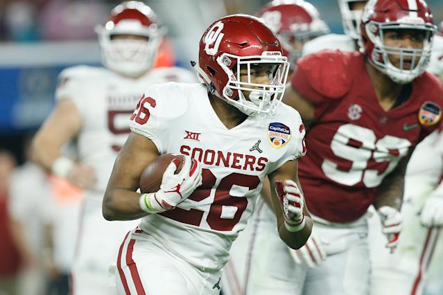 """<a class=""""link rapid-noclick-resp"""" href=""""/ncaaf/players/280422/"""" data-ylk=""""slk:Kennedy Brooks"""">Kennedy Brooks</a> was Oklahoma's leading rusher in 2019. (Photo by Michael Reaves/Getty Images)"""