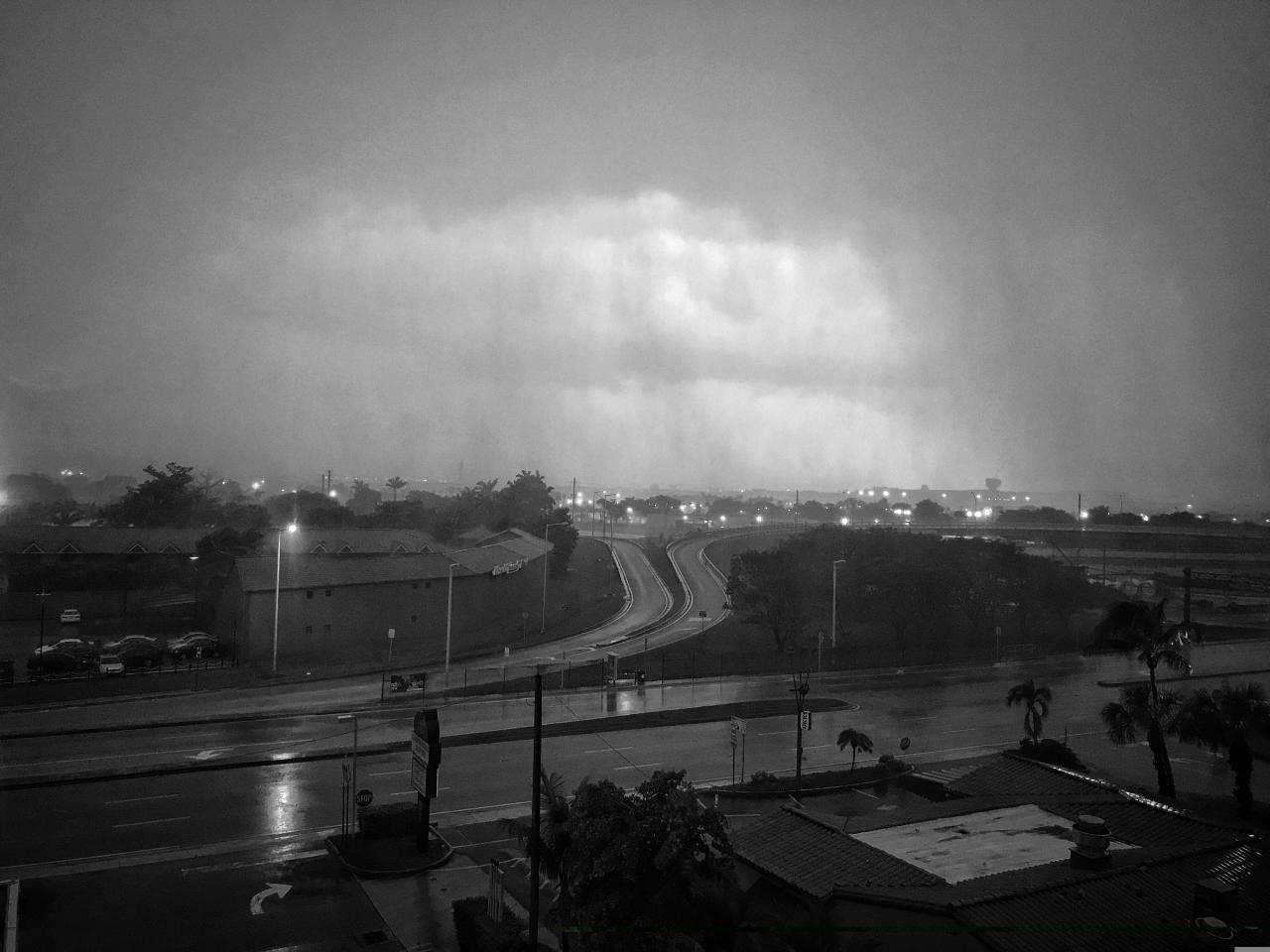 <p>Heavy rain from the initial feeder band of storms fed by Hurricane Irma hit the Miami International Airport early Saturday. (Photo: Holly Bailey/Yahoo News) </p>