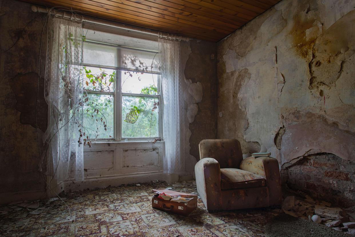 Inside an abandoned home in Northern Ireland on March 12, 2018. These haunting images capture abandoned homes across Northern Ireland. (Photo: Unseen Decay/Mercury Press/Caters News)