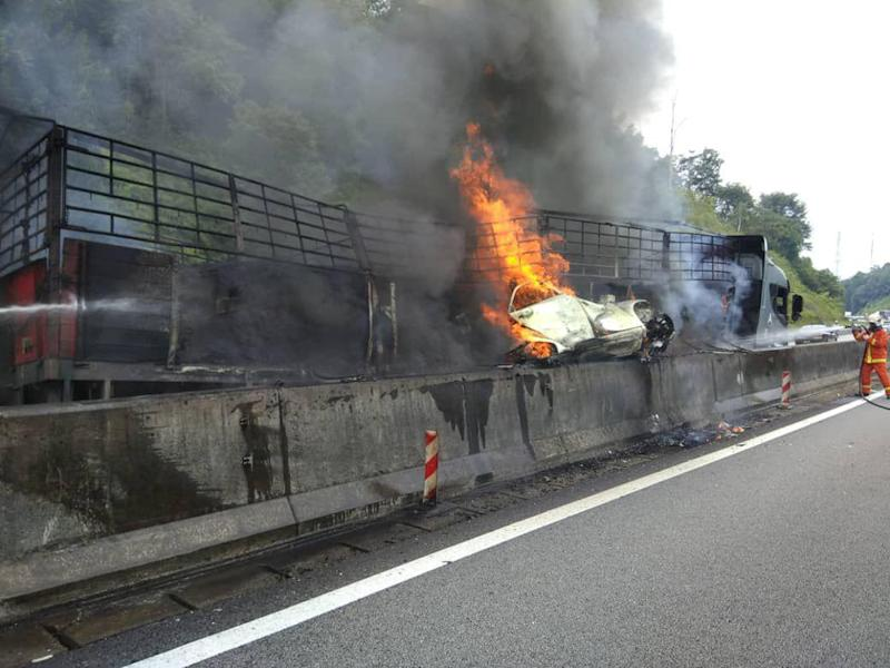 Five people were fatally burned following a multi-vehicle accident at KM255.3 northbound of the North South Expressway near Kuala Kangsar October 6, 2018. — Picture courtesy of the Fire and Rescue Department