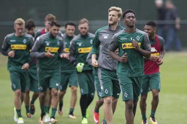 West Ham's Reece Oxford returns to Borussia Monchengladbach for second loan spell of the season
