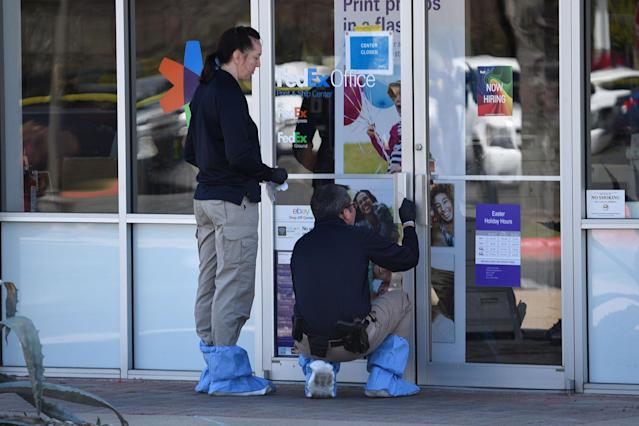 <p>Law enforcement personnel are seen gathering evidence outside a FedEx Store which was closed for investigation, in Austin, Texas, March 20, 2018. (Photo: Sergio Flores/Reuters) </p>