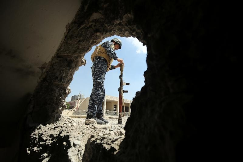 A member of the Iraqi forces reloads a rocket-propelled grenade during clashes with Islamic State (IS) group fighters in the old city of Mosul