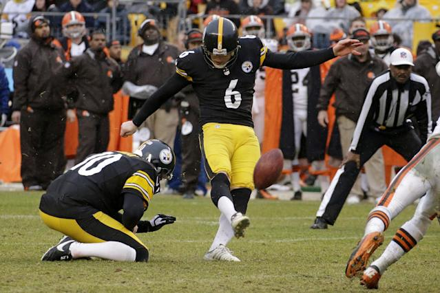 Pittsburgh Steelers kicker Shaun Suisham (6) kicks a field goal during the second half of an NFL football game against the Cleveland Browns in Pittsburgh, Sunday, Dec. 29, 2013. The Steelers won 20-7. (AP Photo/Gene J. Puskar)