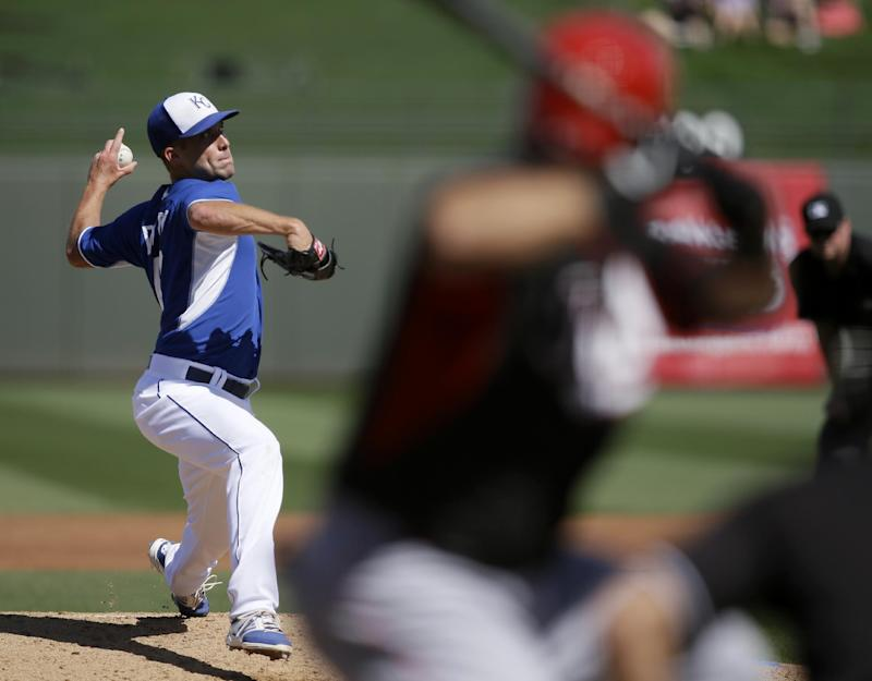 Hosmer, Perez homer in Royals' 9-5 win over Reds