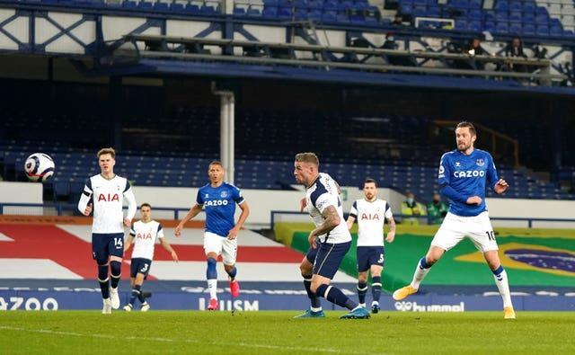 Gylfi Sigurdsson scores for Everton
