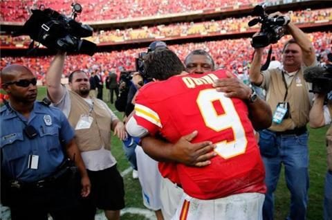 'Hurting' Kansas Chiefs win after tragedy