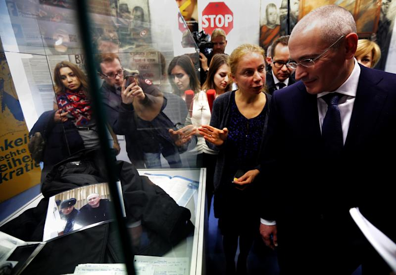 CORRECTS NAME OF MUSEUM -Mikhail Khodorkovsky, right walks through the Wall Museum, Haus am Checkpoint Charlie, accompanied by museum curator, Alexandra Hildebrandt, front left, as he arrives for a press conference at the museum in Berlin, Sunday Dec. 22, 2013. The former oil baron Mikhail Khodorkovsky was reunited with his family in Berlin on Saturday, a day after being released from a decade-long imprisonment in Russia. Khodorkovsky, a prominent critic of Russian President Vladimir Putin, was meeting with his eldest son Pavel and his parents, Marina and Boris, who had flown separately to the German capital to meet him (AP Photo/dpa,Michael Kappeler)