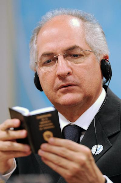 "Caracas Mayor Antonio Ledezma, pictured on October 27, 2009 in Brasilia, who was detained and charged with plotting to overthrow Venezuelan President Maduro's government, will appeal the ""baseless"" allegations, his lawyer said (AFP Photo/Evaristo Sa)"