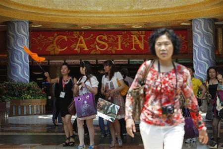 A group of Chinese tourists arrives at the lobby of Genting Singapore's Resorts World Sentosa casino in Singapore, April 29, 2013.