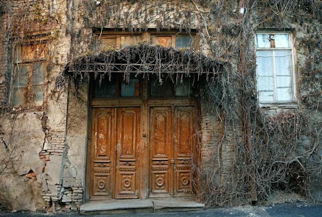 <p>A front door of an old house is seen in the old town, Tbilisi, Georgia, April 4, 2017. (Photo: David Mdzinarishvili/Reuters) </p>