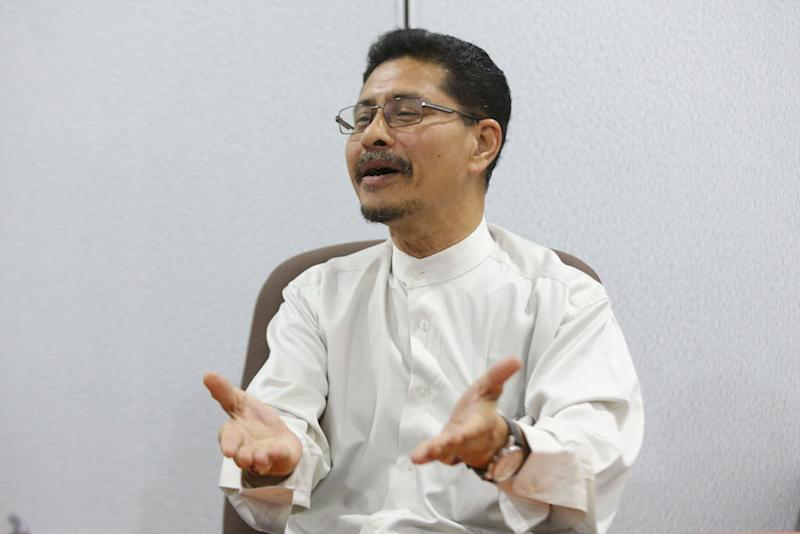 Abdullah Sani challenged Azmin and Zuraida to offer to resign as MPs. — Picture by Azinuddin Ghazali