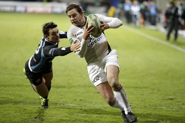 Toulouse's Cedric Heymans (R) scores a try against Glasgow Warriors' Max Evans (L) during a Heineken Cup, pool six, rugby union match at Firhill Stadium in Glasgow on December 10, 2010. AFP PHOTO/GRAHAM STUART (Photo credit should read GRAHAM STUART/AFP/Getty Images)