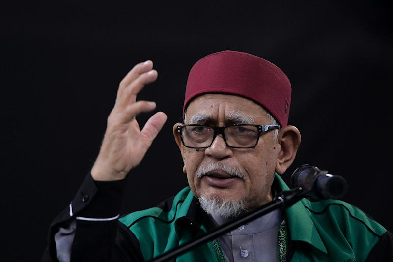 PAS President Datuk Seri Abdul Hadi Awang said PAS appreciated Prime Minister Tun Dr Mahathir Mohamad's decision to not send Dr Zakir back to India, but slammed fellow Muslims who he claimed are blind towards Quranic teachings. — Picture by Mukhriz Hazim