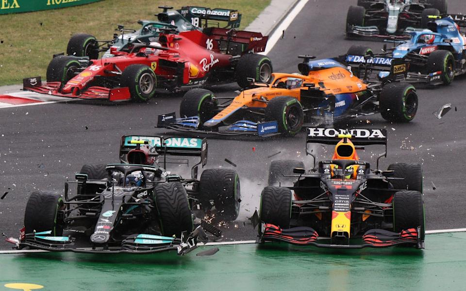 Mercedes' Finnish driver Valtteri Bottas collides with Red Bull's Mexican driver Sergio Perez during the Formula One Hungarian Grand Prix at the Hungaroring race track in Mogyorod near Budapest on August 1, 2021 - AFP/PETER KOHALMI