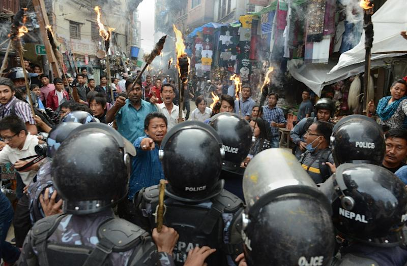 Nepalese police clash with supporters of opposition politcal parties during a protest against the draft constitution in Kathmandu on August 15, 2015 (AFP Photo/Prakash Mathema)