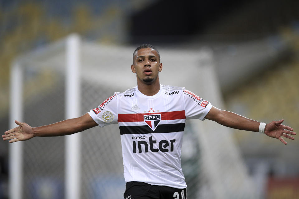 RIO DE JANEIRO, BRAZIL - DECEMBER 26: Brenner of Sao Paulo celebrates after scoring his team's first goal during a match between Fluminense and Sao Paulo as part of 2020 Brasileirao Series A at Maracana Stadium on December 26, 2020 in Rio de Janeiro, Brazil.  (Photo by Buda Mendes/Getty Images)