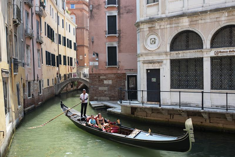 VENICE, ITALY - JUNE 13: Tourists enjoying a gondola's ride in the San Marco neighborhood in Venice, Italy, on JUNE 13, 2020. Italy has eased the lockdown aimed at curbing the spread of the COVID-19 pandemic. (Photo by Federico Vespignani/Anadolu Agency via Getty Images)