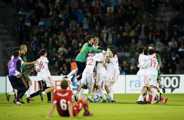 Spanish players celebrate at the end of the UEFA Under-21 European Championship final football match Spain vs Switzerland at the Aarhus Stadium, on June 25, 2011. Spain won the final with 2-0.AFP PHOTO/JONATHAN NACKSTRAND (Photo credit should read JONATHAN NACKSTRAND/AFP/Getty Images)