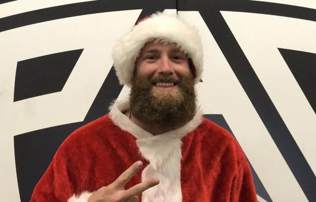 "<a class=""link rapid-noclick-resp"" href=""/mlb/players/9542/"" data-ylk=""slk:Archie Bradley"">Archie Bradley</a> played Santa for Arizona State University's famous Curtain of Distraction. (Twitter/@TheSunDevils)"