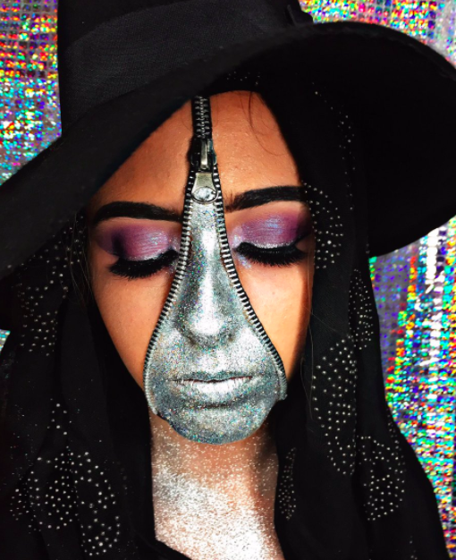 <p>Tonight, why not give a witch-inspired aeshetic a go? Keep it mystical with bold metallic hues and a Halloween accessory of course… <em>[Photo: Twitter]</em> </p>