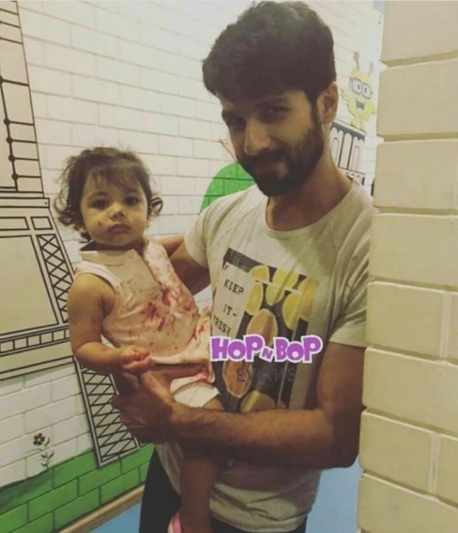 Doting daddy Shahid Kapoor carries Misha Kapoor as she gets covered