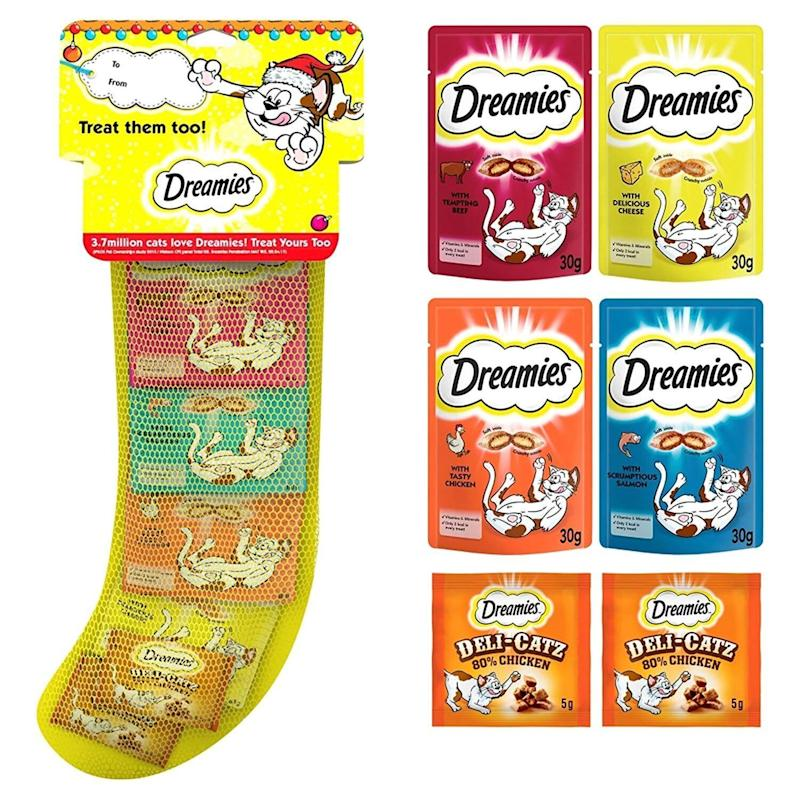 "<a href=""https://amzn.to/2PdoVB6"" target=""_blank"" rel=""noopener noreferrer"">Dreamies Christmas Cat Stocking, Amazon</a>, &pound;6.99 (Photo: HuffPost UK)"