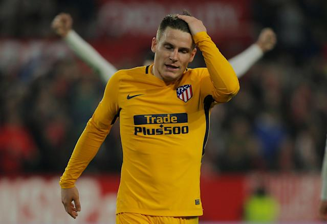 Soccer Football - Spanish King's Cup - Quarter Final Second Leg - Sevilla vs Atletico Madrid - Ramon Sanchez Pizjuan, Seville, Spain - January 23, 2018 Atletico Madrid's Kevin Gameiro looks dejected after the match REUTERS/Jon Nazca