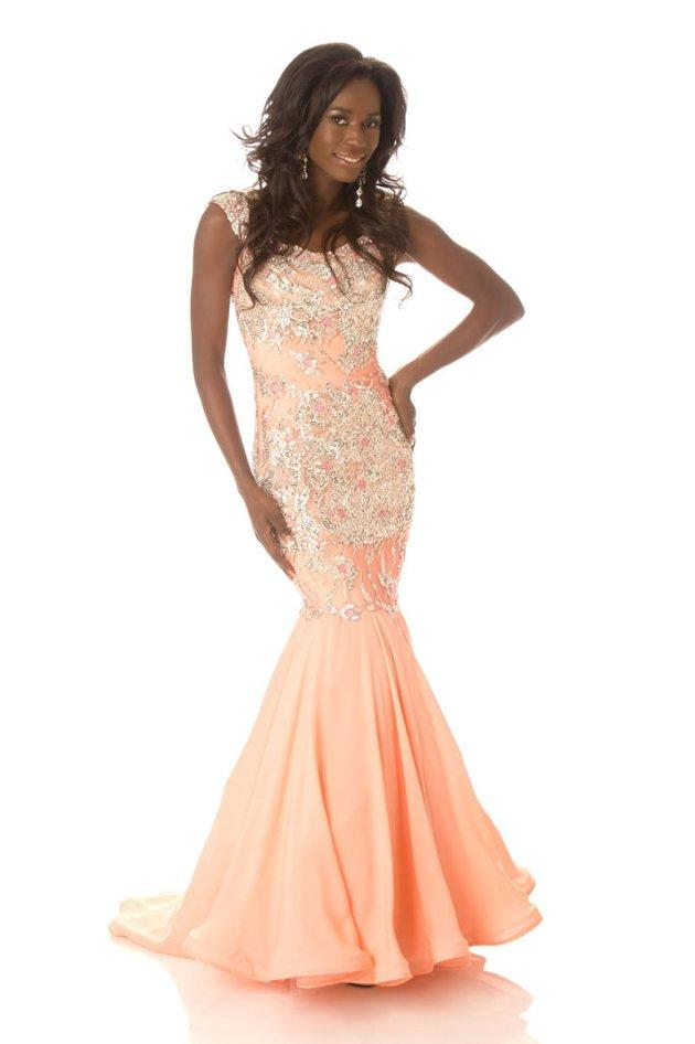 Miss Canada 2012, Yamoah Adwoa: Canada does it right! Adwoa's version of the mermaid dress is perfect: The train is long, the skirt poofs out at the right spot just above her knee and the slim, beautifully-detailed bustier looks gorgeous. She's so pretty in pink! Photo By Matt Brown/Miss Universe Organization