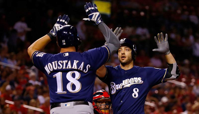 Brewers clinch 1st playoff spot since 2011, sweep Cards