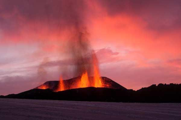 Underground Chain Reaction Triggered Iceland Eruption