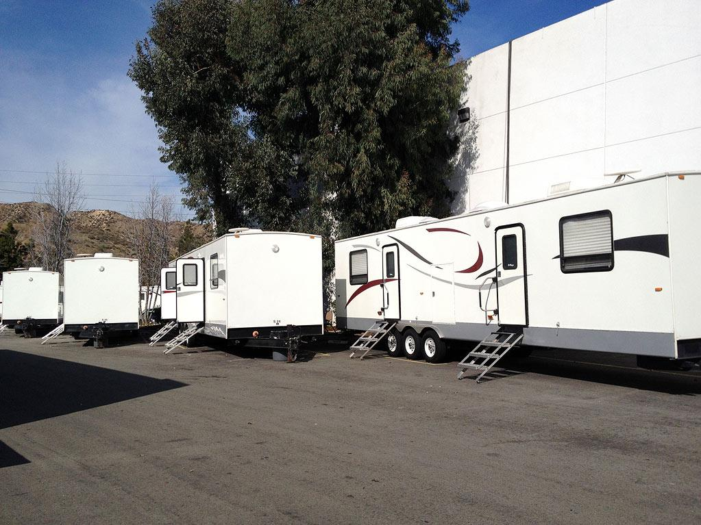 "This is our row of trailers on the ""<a href=""http://yhoo.it/AAdnnY"" rel=""nofollow"">NCIS</a>"" lot. — <a href=""https://twitter.com/#!/PauleyP"" rel=""nofollow"">@PauleyP</a>"