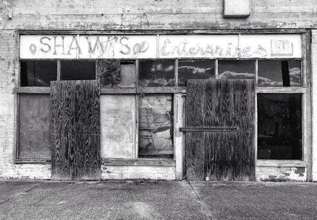A boarded-up storefront in downtown Selma, Ala., where roughly 41 percent of the population lives below the poverty level. (Photo: Holly Bailey/Yahoo News)