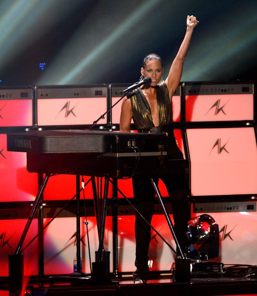 LOS ANGELES, CA - SEPTEMBER 06:  Alicia Keys performs onstage during the 2012 MTV Video Music Awards at Staples Center on September 6, 2012 in Los Angeles, California.  (Photo by Kevin Mazur/WireImage)