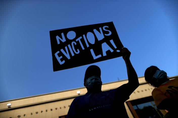 Image: Tenants and housing rights activists protest for a halting of rent payments and mortgage debt, during the coronavirus disease (COVID-19) outbreak, in Los Angeles (Lucy Nicholson / Reuters)
