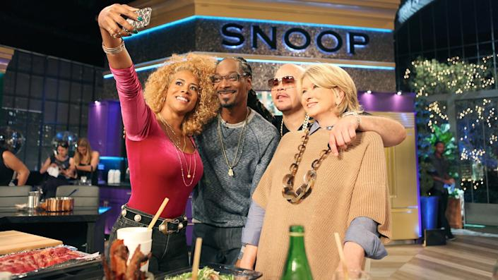 Fat Joe and Kelis stop by for some cooking lessons on a brand new episode of Martha Snoops Potluck Dinner Party